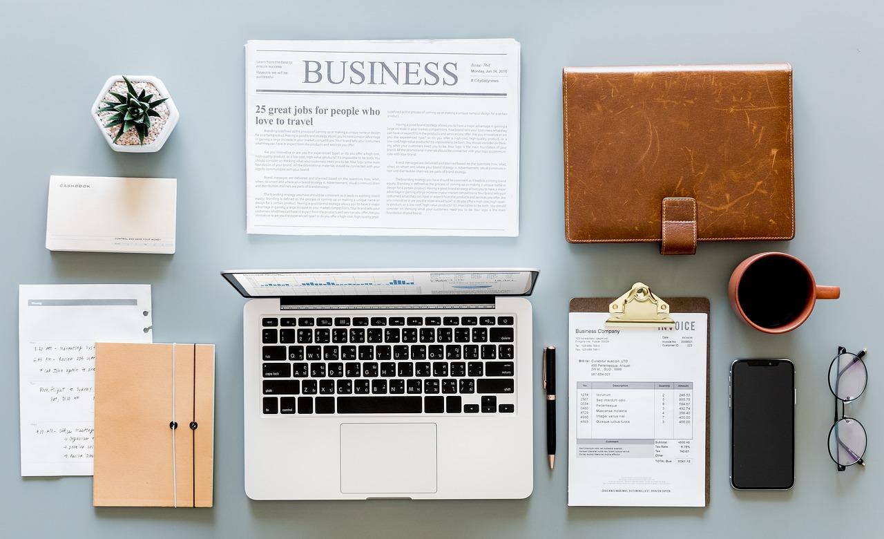 équipement bureau ordinateur cahier journal