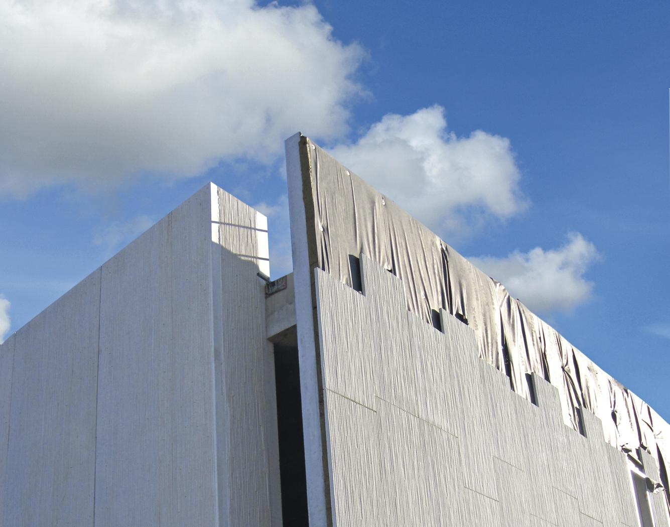 Parement lourd en béton utilisé en architecture de bâtiment