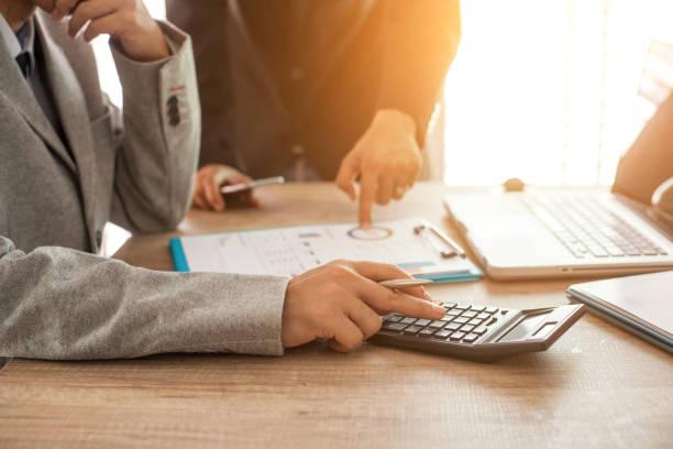Expert-comptable qui gère la comptabilité d'un chef d'entreprise
