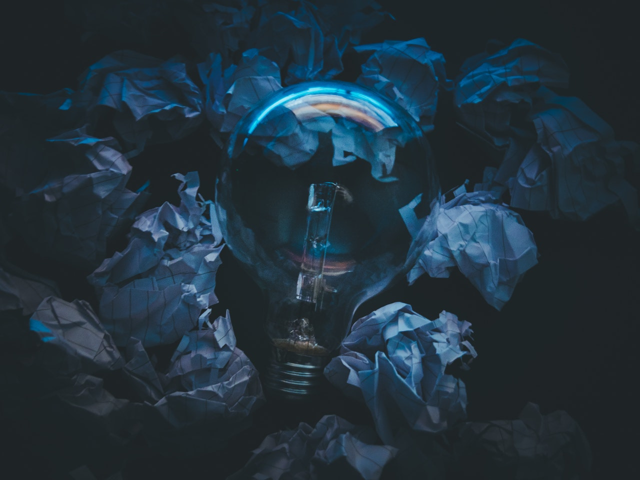 Ampoule entourée de papier