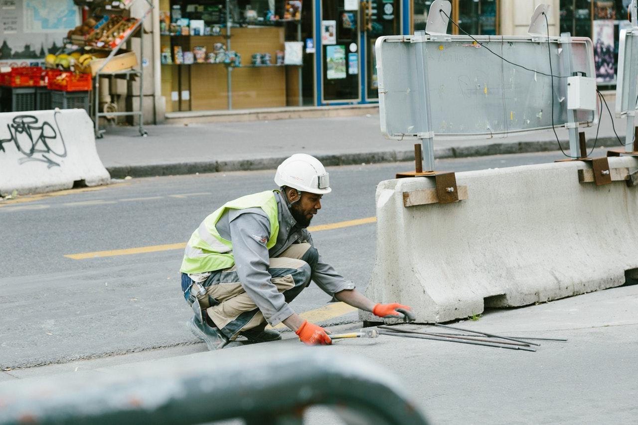 Ouvrier de chantier dans la rue
